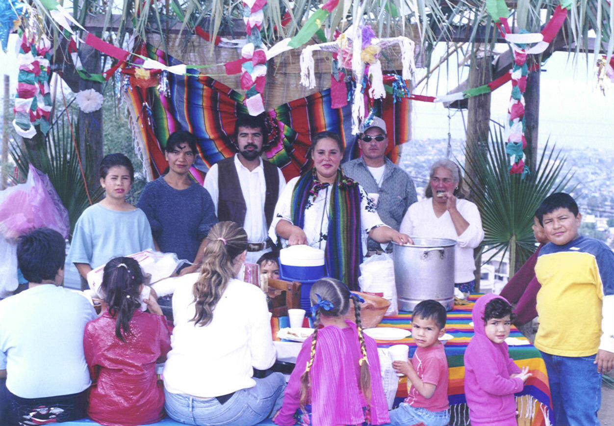 Colegio La Esperanza Parents in Kermesse Puesto