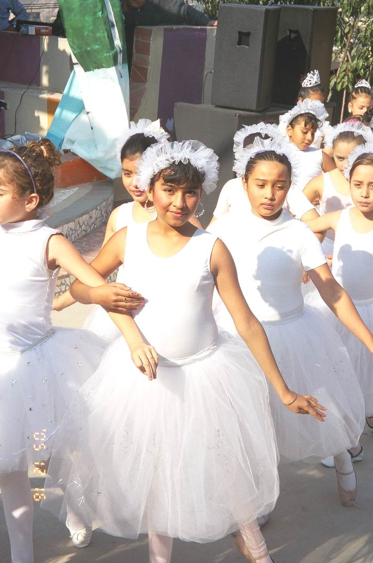 Photo Link to Make a donation to help Colegio La           Esperanza Ballet Program